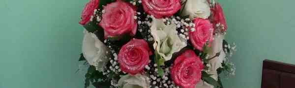 Praca kwiatami usłana - kwiaciarnia